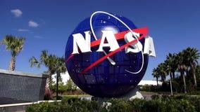 NASAlogo på Kennedy Space Center Cape Canaveral CAPE CANAVERAL, FLORIDA OKTOBER 18, 2015 lager videofilmer