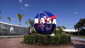 NASAlogo på Kennedy Space Center Cape Canaveral CAPE CANAVERAL, FLORIDA OKTOBER 18, 2015 arkivfilmer