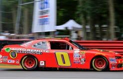 NASCAR司机在轨道的迈克尔自已 免版税库存照片