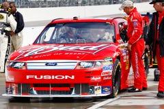 NASCAR -在坑路的#9 Kahne的百威福特 免版税库存照片