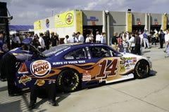 NASCAR - All stjärnaStewarts lag fungerar på bilen Royaltyfria Bilder