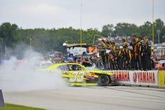 NASCAR: 29 augustus Weg Amerika 180 die omhoog door Johnsonville in brand wordt gestoken Royalty-vrije Stock Fotografie