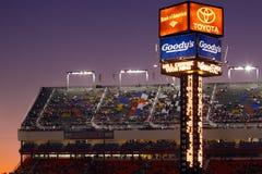 NASCAR - Charlotte-Bewegungsspeedway-zählender Kontrollturm stockfoto