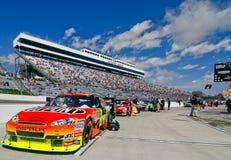 NASCAR - Coches, ventiladores, soportes, camino del hueco Foto de archivo libre de regalías
