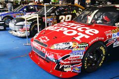 NASCAR - Colegas de equipa na garagem Fotos de Stock Royalty Free
