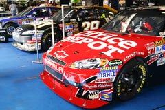 NASCAR - Compagni di squadra nel garage Fotografie Stock Libere da Diritti