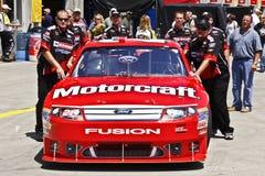NASCAR - de Auto van Elliott die aan Inspectie wordt geleid royalty-vrije stock fotografie