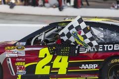 NASCAR 2013:  Die KOPFSCHMERZEN-ENTLASTUNG Sprint-Schalen-Reihe GUTER SACHEN SCHOSS 500 Lizenzfreie Stockbilder