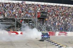 NASCAR: Drev för Juni 04 amerikanska motorförbundet 400 för autism Arkivbild