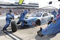 NASCAR: Dueños 400 de Toyota del 30 de abril imagenes de archivo