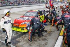 NASCAR - Gruben-Endgummireifen und -kraftstoff stockbild