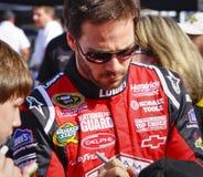 NASCAR - Il campione Jimmie Johnson firma gli autografi Fotografia Stock