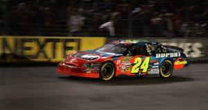 NASCAR - Jeff Gordon vole près   Photographie stock
