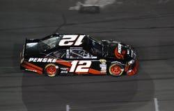 NASCAR - Keselowski no estrada de motor de Charlotte Imagens de Stock