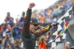 NASCAR: KUNGLIGA GÅVOR för Juli 27 KRONA, JOHN WAYNE WALDING 400 PÅ BRICKYARDEN Arkivfoto