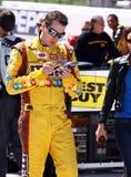 NASCAR - Kyle Busch da una dedicatoria un recuerdo foto de archivo libre de regalías