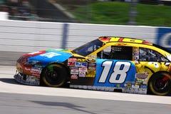 NASCAR - Kyle Busch fliegt in Martinsville Lizenzfreies Stockbild