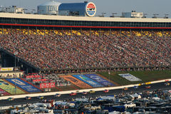 NASCAR - Los ventiladores miran en Lowes Fotografía de archivo libre de regalías