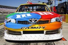 NASCAR - M&Ms Toyota Camry de Kyle Busch Fotografía de archivo libre de regalías