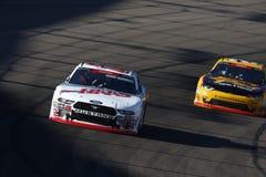 NASCAR: November 10 Whelen litade på för att utföra 200 royaltyfria bilder
