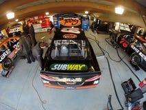 NASCAR 2013:  O RELEVO da DOR DE CABEÇA do PRESENTE da série do copo da sprint DISPAROU em 500 Fotos de Stock