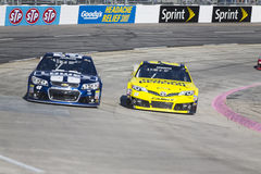 NASCAR 2013:  O RELEVO da DOR DE CABEÇA do PRESENTE da série do copo da sprint DISPAROU em 500 Foto de Stock