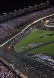 NASCAR - onder voorzichtigheid in Lowes 2 Stock Afbeeldingen