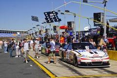 NASCAR - Os ventiladores verific para fora a raça de #14 de Stewart pre Fotografia de Stock