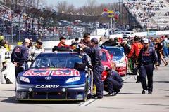 NASCAR - Personas de Red Bull del camino del hueco de Martinsville Fotografía de archivo