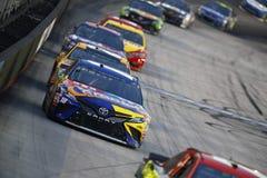 NASCAR: Raza de la noche del NRA de Bass Pro Shops del 19 de agosto Foto de archivo