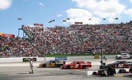 NASCAR - Rennen weg von der Gruben-Straße in Martinsville Lizenzfreie Stockfotografie