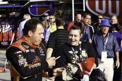 NASCAR - Ryan Newman undertecknar autografer för ventilatorer Arkivbilder