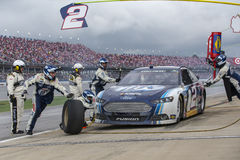 NASCAR 2013:  Sprint copo série Aarons 499 o 5 de maio Imagens de Stock Royalty Free