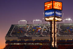 NASCAR - Torretta di segnatura della gara motociclistica su pista del motore di Charlotte Fotografia Stock