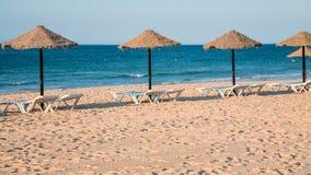 nascente de baixinha de rocha de praia de plage à vilamoura Photographie stock