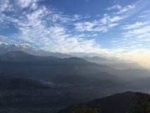 Nascer do sol acima das montanhas Himalaias - vista de Sarangkot, Nepal Foto de Stock Royalty Free