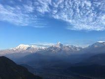 Nascer do sol acima das montanhas Himalaias - vista de Sarangkot, Nepal Fotos de Stock
