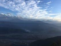 Nascer do sol acima das montanhas Himalaias - vista de Sarangkot, Nepal Foto de Stock