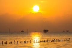 Nascer do sol acima do mar Imagens de Stock Royalty Free