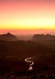 Nascer do sol agradável na manhã na montanha, Chiang Rai, Tailândia Imagens de Stock Royalty Free