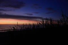 Nascer do sol alaranjado roxo Fotografia de Stock Royalty Free