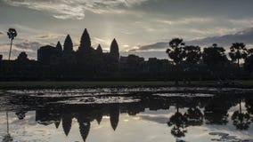 Nascer do sol Angkor Timelapse Vista pintada do monumento antigo da arquitetura do Khmer vídeos de arquivo