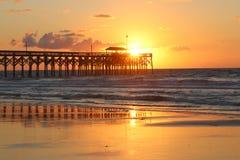 Nascer do sol atlântico dourado Fotos de Stock