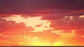 Nascer do sol através das nuvens Lapso de tempo filme