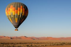 Nascer do sol do balão de ar quente fotografia de stock royalty free