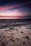 Nascer do sol bonito acima do mar Foto de Stock