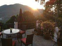 Nascer do sol bonito da casa de campo do Frangipani imagem de stock royalty free