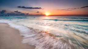 Nascer do sol bonito em Cancun Fotografia de Stock