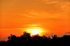 Nascer do sol bonito em Kuala Terengganu, Malásia foto de stock