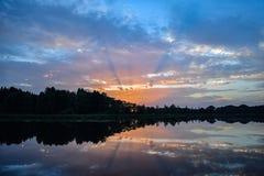 Nascer do sol bonito do lago Fotografia de Stock